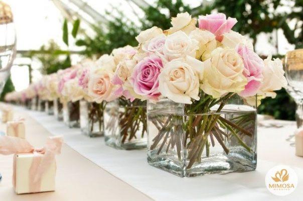 hoa de ban cuoi